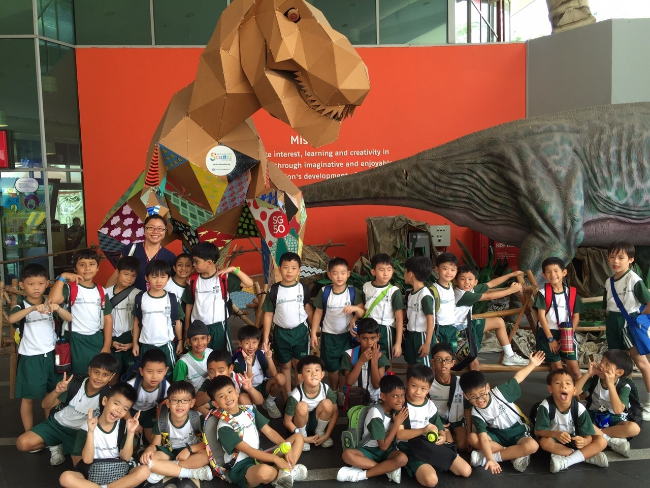 Happy faces with Mr Dinosaur@Science Centre.jpg